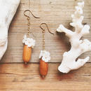 14KGF Wood & White Shell Flower Hook Earrings