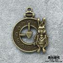 ウサギ彫刻懐中時計風ペンダント素材 金属製パーツ 商品番号T-0018