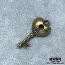 【10点セット】鍵風ペンダント素材 24.7mm x 12mm 金属製パーツ 商品番号K-0081