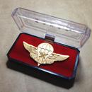 中国人民解放軍 空降兵 金属製記念胸章 バッジ