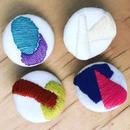 刺繍のブローチ(サイズS)