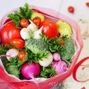 紅白色と緑色の野菜を使ったお祝い野菜ブーケ(クール便送料無料)