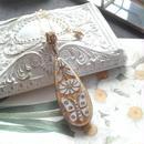 ヴィンテージ 蝶・flower/White・Gold ロングネックレス