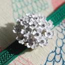 紫陽花にも! 白いブーケの帯留