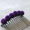 ベロア玉のヘアコーム(紫)