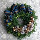 杉とヒバのクリスマスリース「ビジューなロイヤルブルーのリボン」
