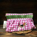 ピンクギンガムチェックギャザーポーチ ビーグル刺繍