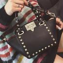 黒 鞄 ハンドバック ショルダーバック 可愛い スタッズ