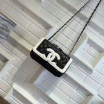 シャネルショルダーバッグ 人気美品 カジュアル CHANEL ホワイトとブラック選択 最安値 シャネルロゴ 可愛い レディース愛用 プレゼント