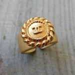 ヴィンテージ CHANEL シャネル ボタン ココマーク 16mm チェーンフレーム ゴールドボタン 指輪 #12号 オリジナルリングのおまけ付(c-149)