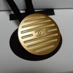 CHANEL シャネル ボタン ココマーク 18mm ボーダー ブラインドシャッター柄 ホワイト×ゴールド ヘアゴムのおまけ付(c-131)