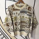 【個性的】幾何学柄ホワイトセーター