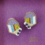 Frill  ear  clips