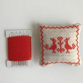 クロスステッチ 針山キット 赤の糸