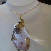 The pendant top of a wire art Australian Agate
