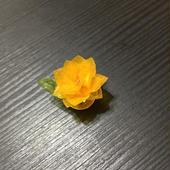 和紙の花 小さな黄色い花のマグネットブローチ