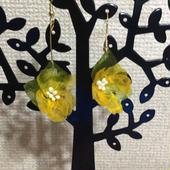 和紙の花 黄色い小花のアシンメトリーピアス