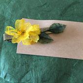 つけると元気になれそうな黄色い小花ヘアクリップ