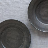 馬酔木 誠(アセビマコト)さんの デルフト皿 鉄釉