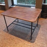 鉄脚のローテーブル