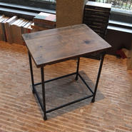 鉄脚の椅子