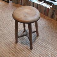 木の丸椅子