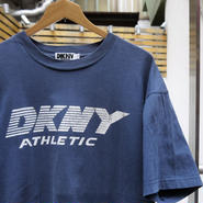 DKNY ATHLETIC/ダナキャランアスレチック ロゴTシャツ 90年代  (USED)