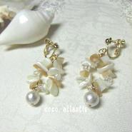 *真珠母貝の耳飾り**