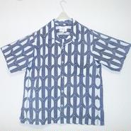オリエンタル アロハシャツ  (男性2Lサイズ半袖)濃紺の曲線と直線の組合せ柄