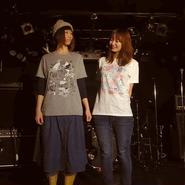 ナンデードーシテー T-shirt