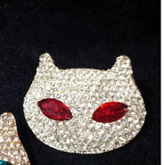 キラキラ猫ブローチ