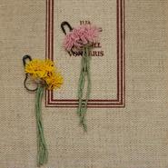野の花のブローチ