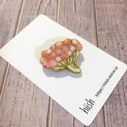 枝の実のブローチ(珊瑚色)
