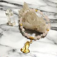 プレイハンドチャーム + ローズクオーツ&水晶の優しさと癒しのブレスレット