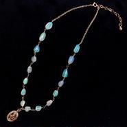 宝石質プレシャスオパール × メダイチャーム の14kgf ネックレス