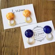 オレンジマーブルカボションとマットゴールドの雫リングピアス