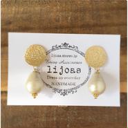 ゴールドandホワイトの冬の装いイヤリング