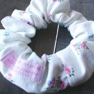 【soyumi*】シュシュ オフホワイト花柄 P37-0174