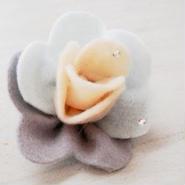 【ああ】フェルトとコットンパールのお花ブローチ 小 GY&BL P17-1170