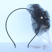 「夜空にきらめく星デザイン」 キラキラソフトチュールのボリュームが可愛いリボンのカチューシャ 〈ゆらめくオーガンジーリボン付き〉