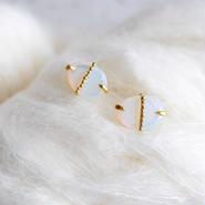 Quartz(Opal colored) dot earrings