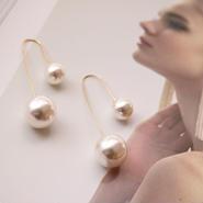 two pearls design pierce