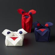 印染 はんかち『笑い包み』紺・赤・白 - 笑う布には福来る -