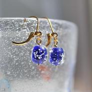 泡砂のガラス玉ピアス/イヤリング(藍)