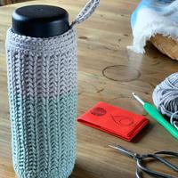送料込み メリヤス細編みリブ模様のボトルホルダー -印刷済み編み図