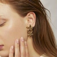 CUTSTEEL flower asymmemtry pierce/earring  (gold)
