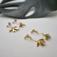 e132/p237 metal leaf earring / pierce