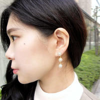 e063/p166 triple flower motif earring / pierce