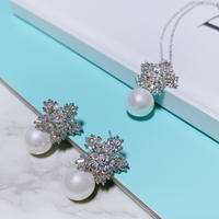 flower×pearl necklace