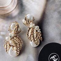 vintage  reef pearl pierce